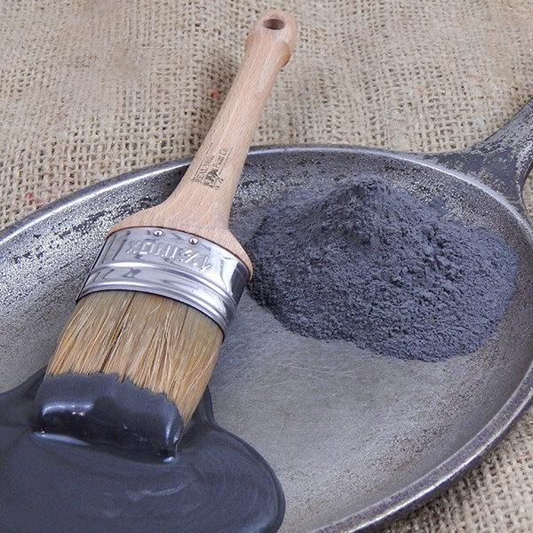black iron pintura de leche